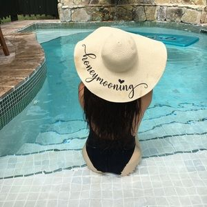 """""""Honeymooning"""" floppy hat"""